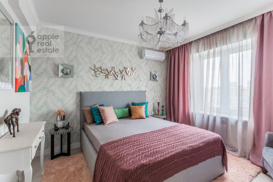 Bedroom of the 3-room apartment at Kutuzovskiy prospekt 22k2