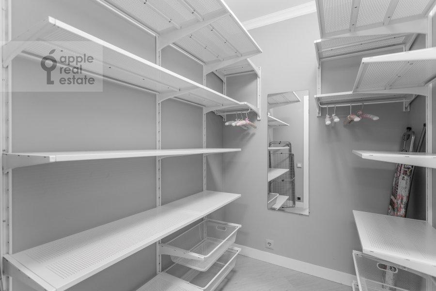 Walk-in closet / Laundry room / Storage room of the 3-room apartment at Kutuzovskiy prospekt 22k2