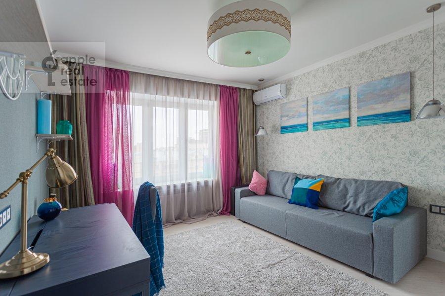 Children's room / Cabinet of the 3-room apartment at Kutuzovskiy prospekt 22k2