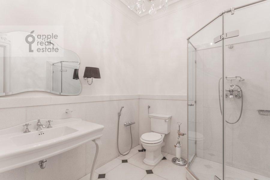Bathroom of the 4-room apartment at Khilkov per. 1