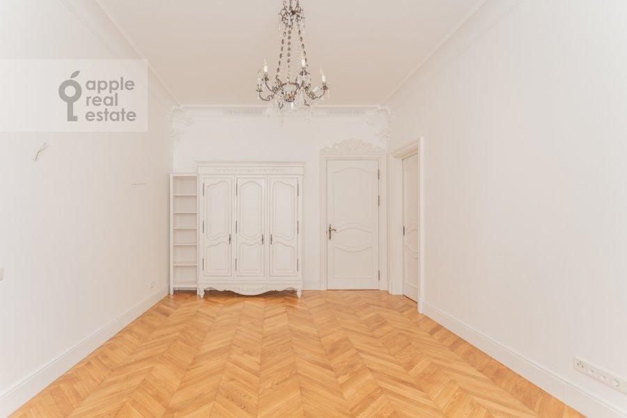 Children's room / Cabinet of the 4-room apartment at Khilkov per. 1