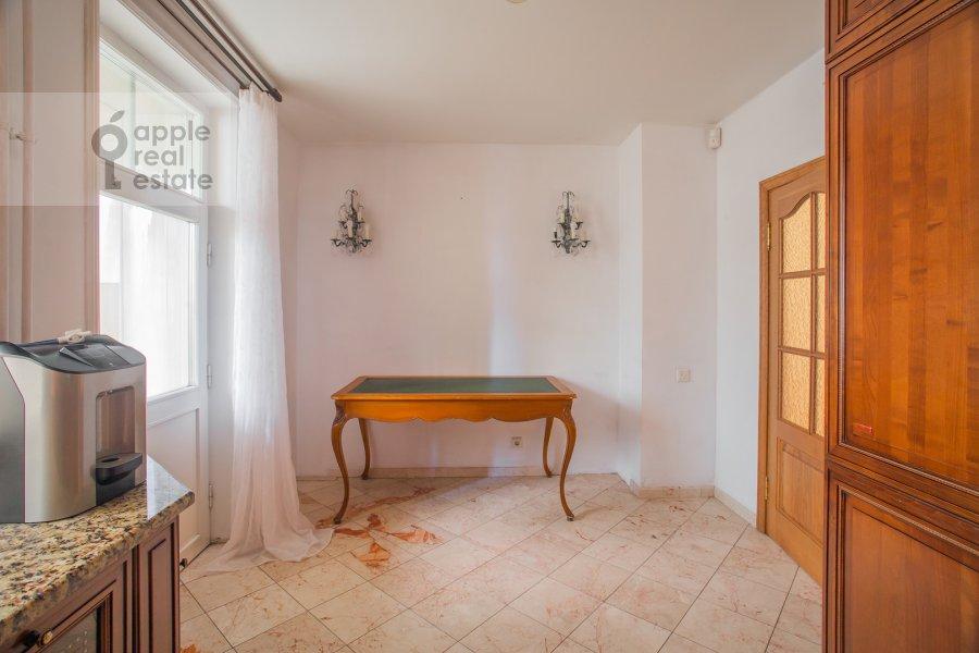 Кухня в 4-комнатной квартире по адресу Цветной бул. 16/1