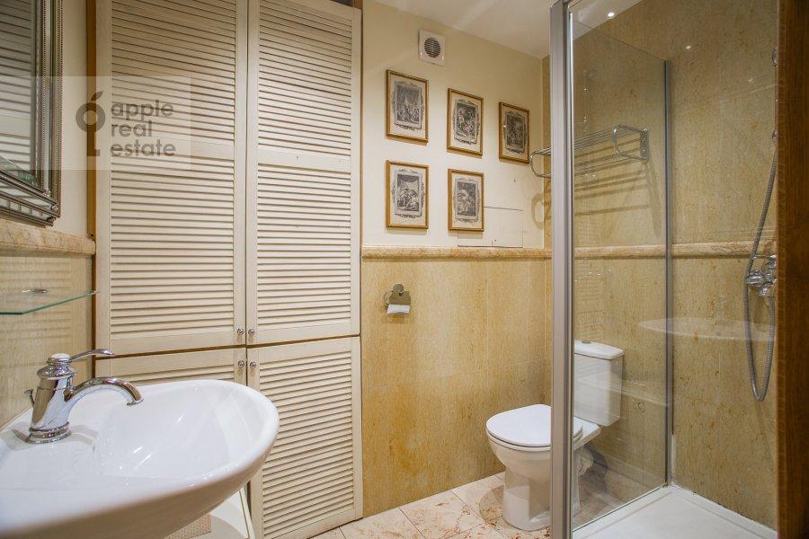 Bathroom of the 4-room apartment at Tsvetnoy bul. 16/1