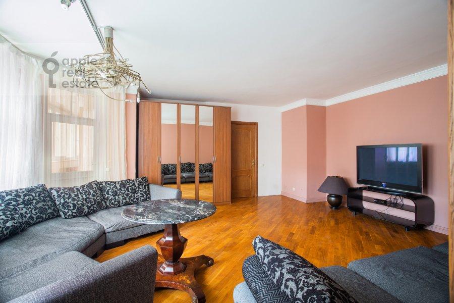 Гостиная в 4-комнатной квартире по адресу Цветной бул. 16/1