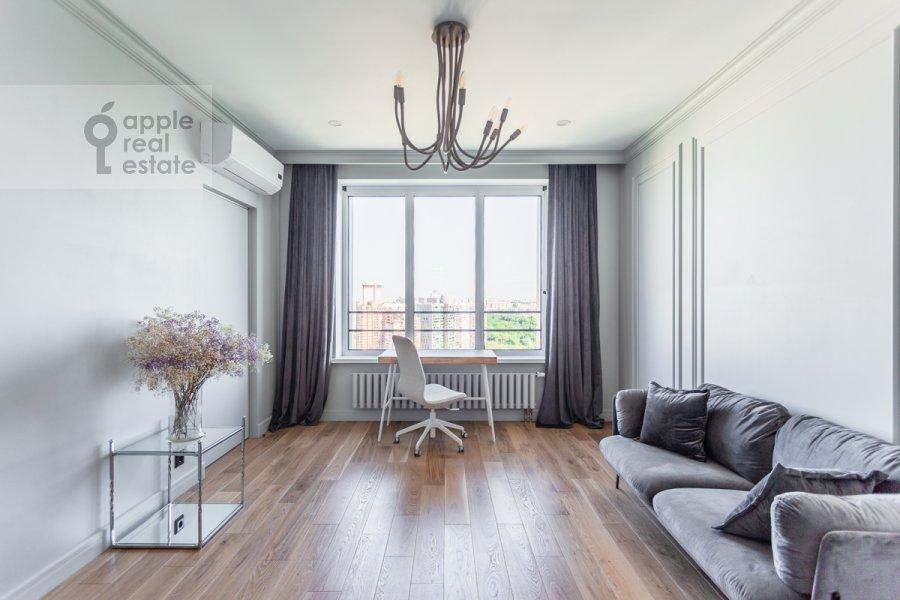 Living room of the 3-room apartment at Leninskiy pr-t. 95B