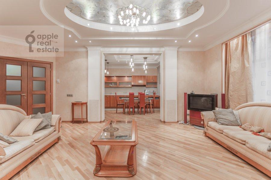 Living room of the 2-room apartment at 1-y Smolenskiy pereulok 17