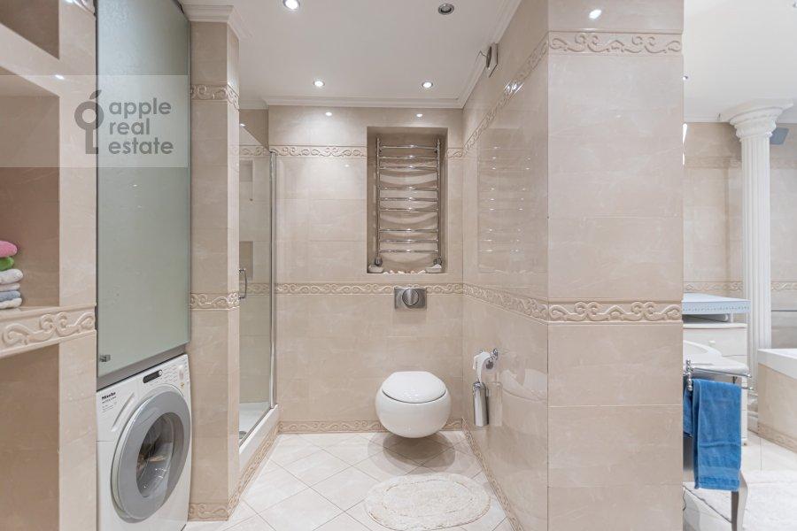 Bathroom of the 2-room apartment at Rossoshanskaya ul. 2k4