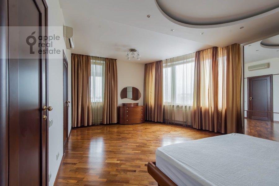 Bedroom of the 5-room apartment at Leninskiy prospekt 106k1
