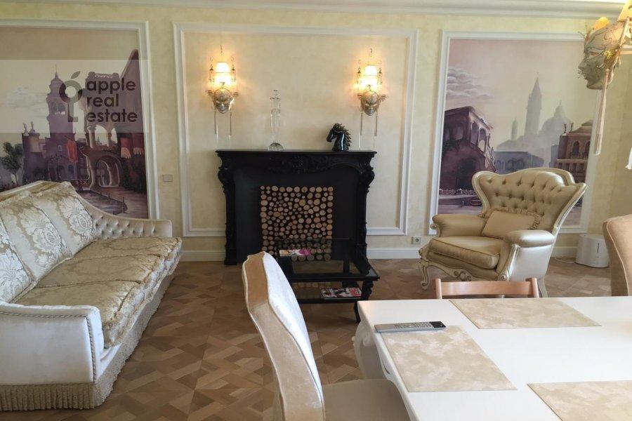 Living room of the 5-room apartment at Davydkovskaya 3