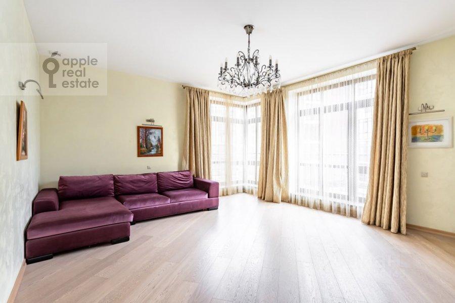 Гостиная в 5-комнатной квартире по адресу Староволынская ул. 15к5