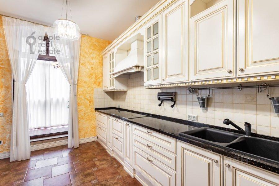Кухня в 5-комнатной квартире по адресу Староволынская ул. 15к5