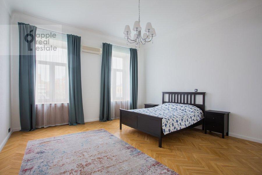 Bedroom of the 5-room apartment at Spiridonovka 38