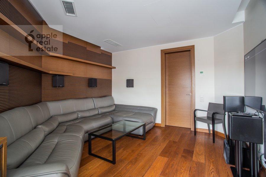 Гостиная в 4-комнатной квартире по адресу Ломоносовский проспект 25к5