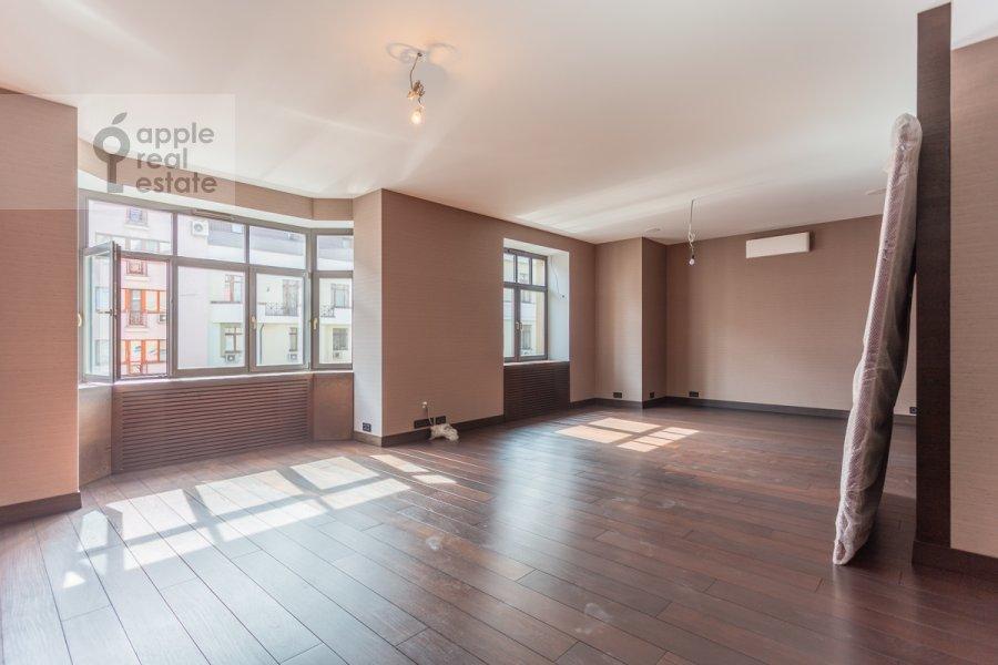 Living room of the 3-room apartment at 3-ya Tverskaya-Yamskaya ul. 25