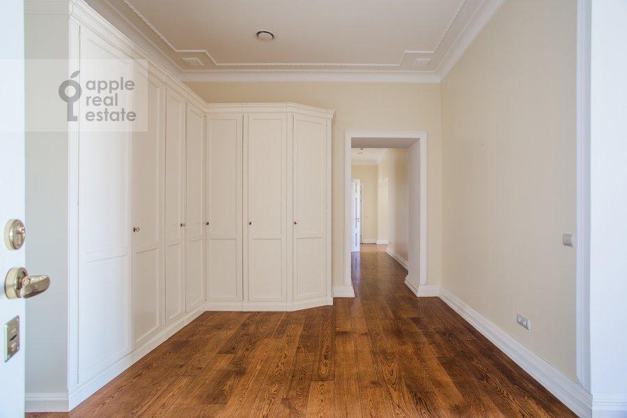 Corridor of the 4-room apartment at Sretenskiy bul'var 6/1S2