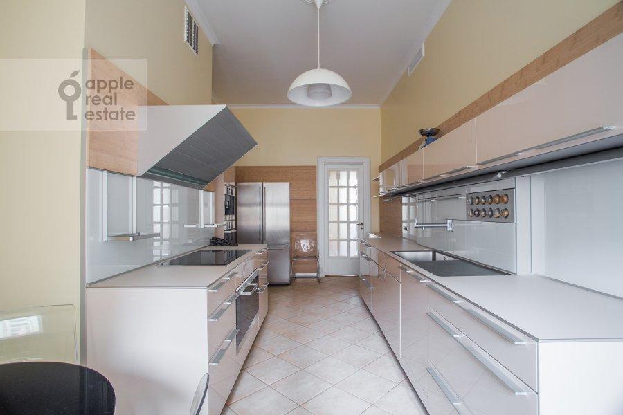 Kitchen of the 4-room apartment at Sretenskiy bul'var 6/1S2