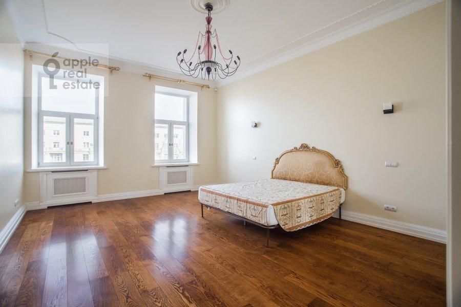 Bedroom of the 4-room apartment at Sretenskiy bul'var 6/1S2