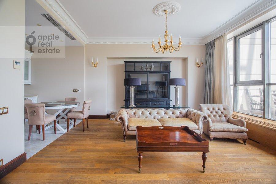Гостиная в 3-комнатной квартире по адресу 1-й переулок Тружеников 17А