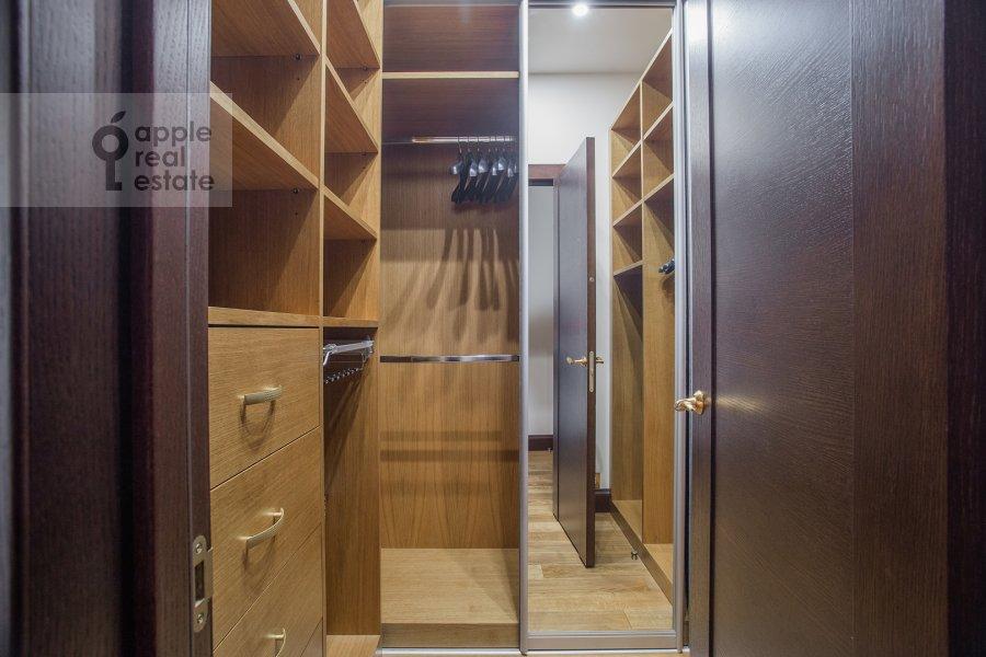 Гардеробная комната / Постирочная комната / Кладовая комната в 3-комнатной квартире по адресу 1-й переулок Тружеников 17А