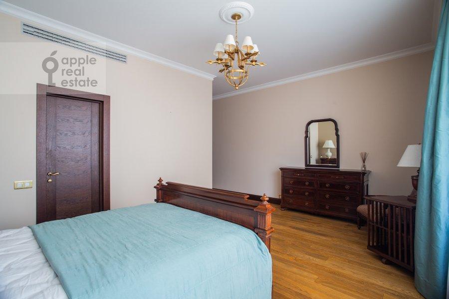 Спальня в 3-комнатной квартире по адресу 1-й переулок Тружеников 17А