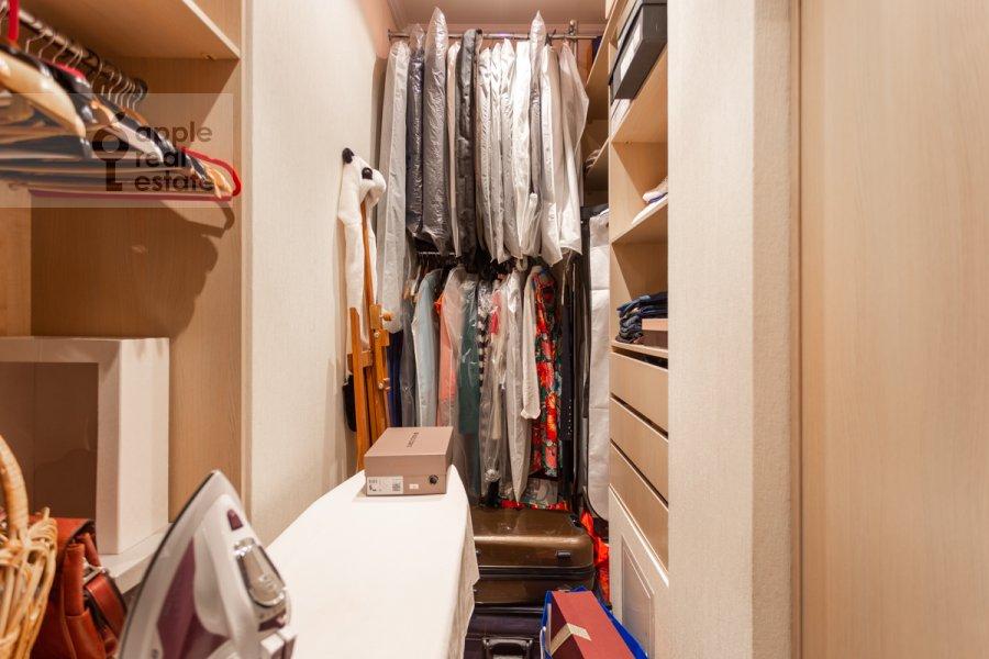 Гардеробная комната / Постирочная комната / Кладовая комната в 3-комнатной квартире по адресу проспект Вернадского 105к4
