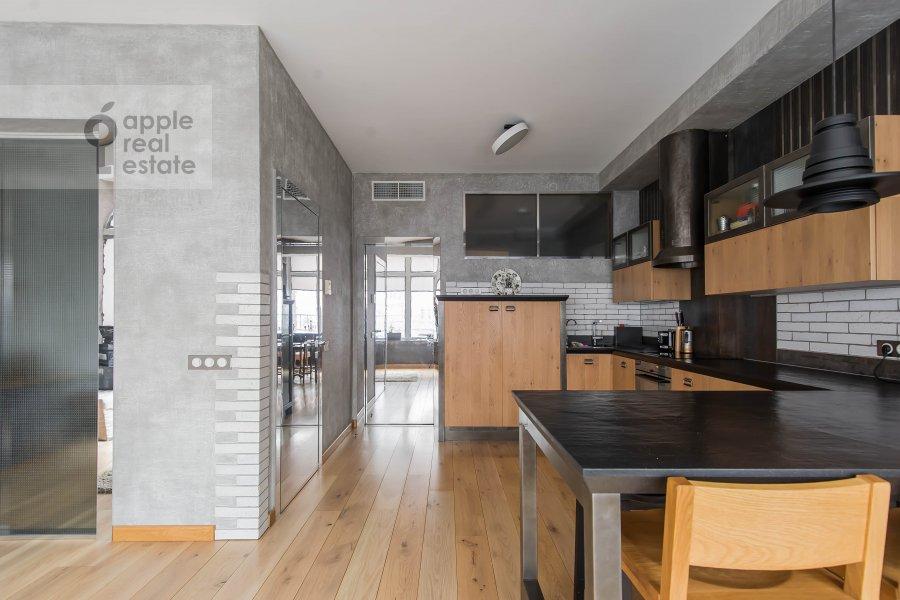 Гостиная в 6-комнатной квартире по адресу Мытная улица 7с1