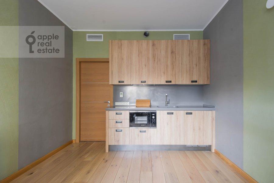 Кухня в 6-комнатной квартире по адресу Мытная улица 7с1