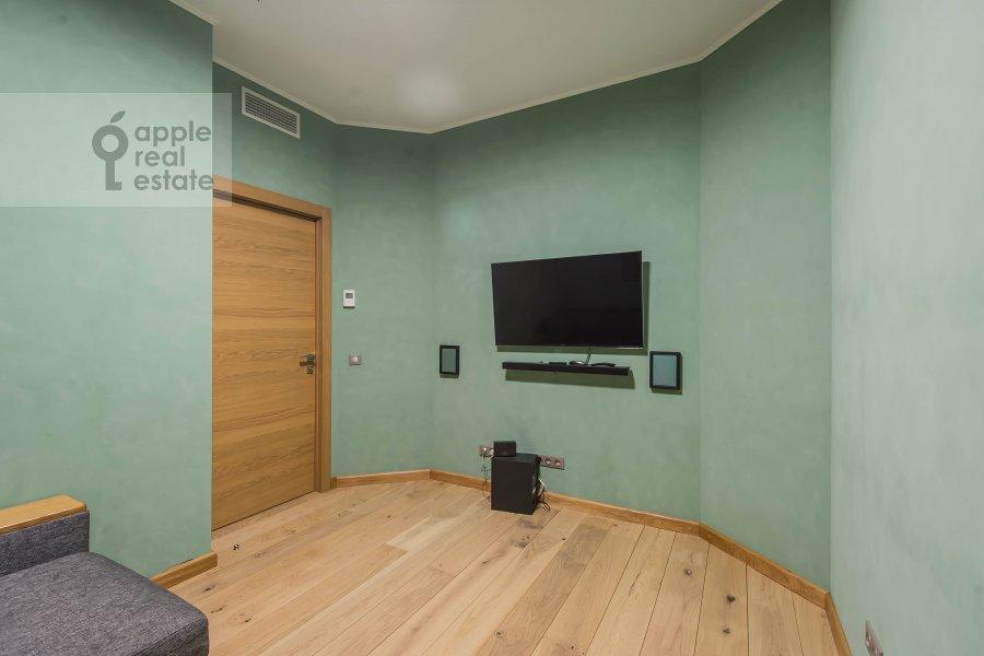 Children's room / Cabinet of the 6-room apartment at Mytnaya ulitsa 7s1