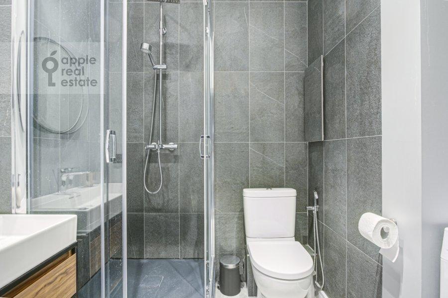Bathroom of the 2-room apartment at Merzlyakovskiy pereulok 5/1