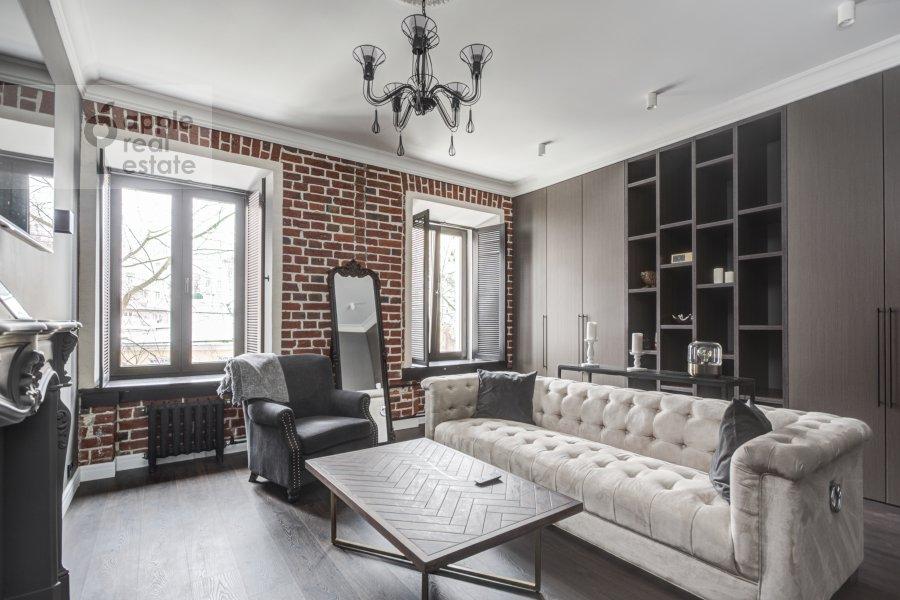 Living room of the 2-room apartment at Merzlyakovskiy pereulok 5/1