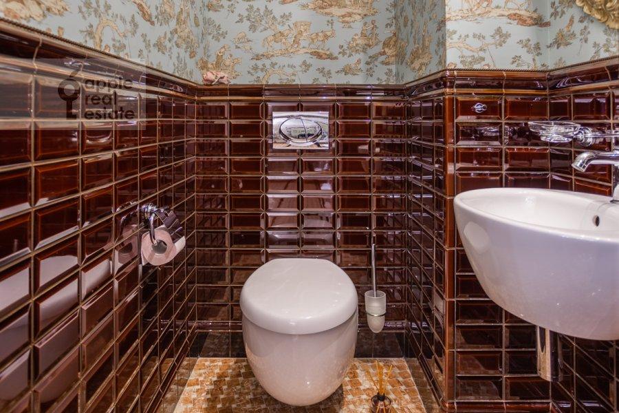 Санузел в 5-комнатной квартире по адресу Маршала Соколовского 5