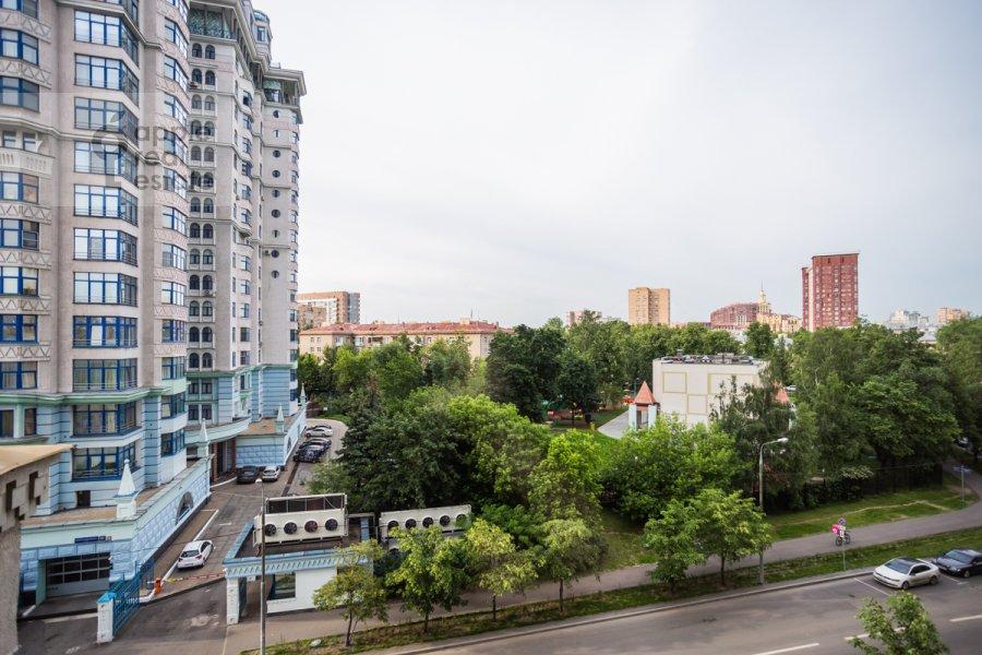 Вид из окна в 5-комнатной квартире по адресу Маршала Соколовского 5