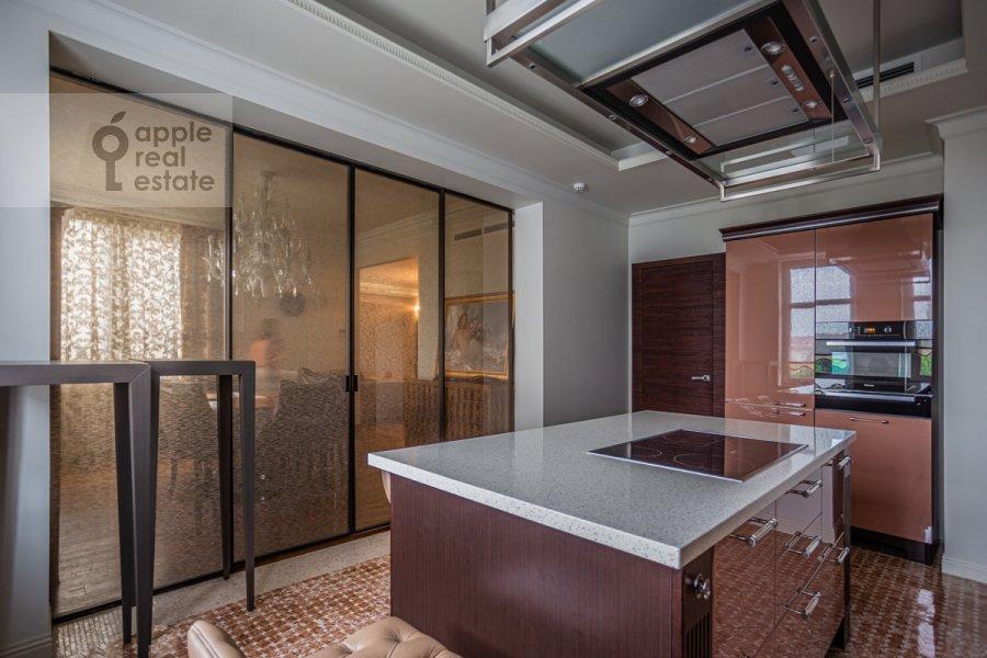 Кухня в 5-комнатной квартире по адресу Маршала Соколовского 5