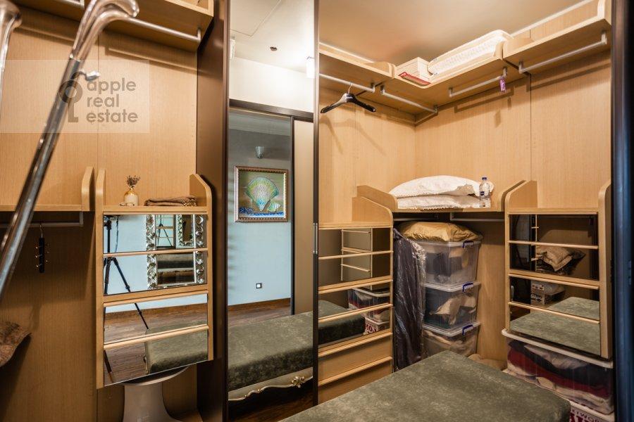 Гардеробная комната / Постирочная комната / Кладовая комната в 5-комнатной квартире по адресу Маршала Соколовского 5