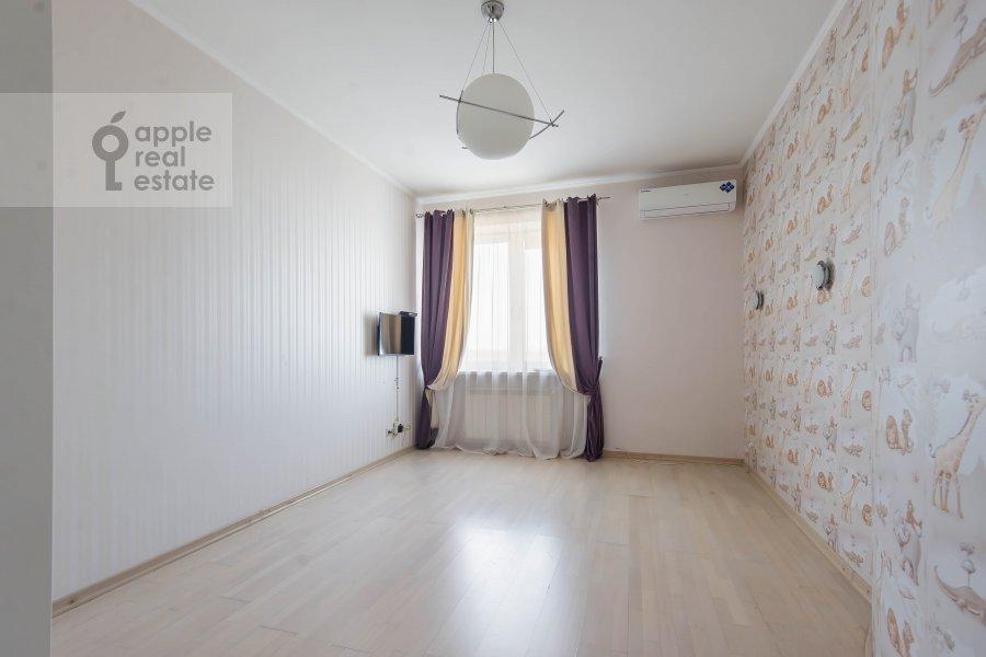 Children's room / Cabinet of the 3-room apartment at prospekt Vernadskogo 92K1