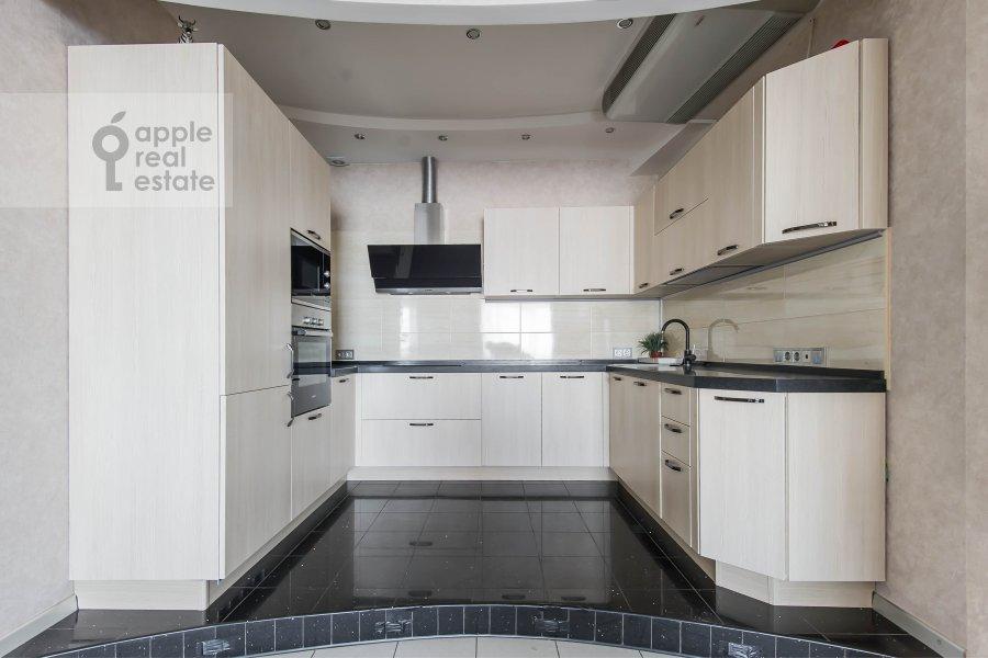 Kitchen of the 3-room apartment at prospekt Vernadskogo 92K1