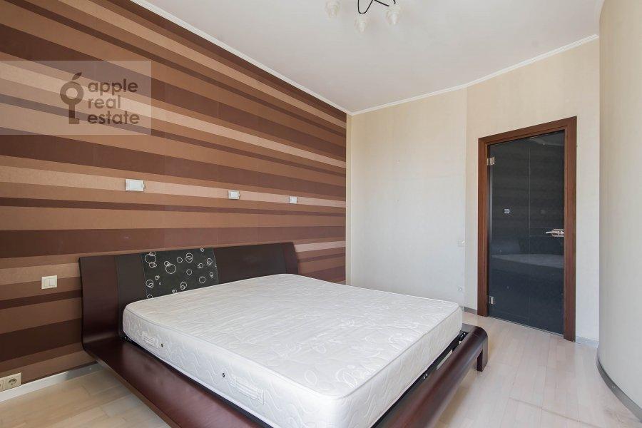 Bedroom of the 3-room apartment at prospekt Vernadskogo 92K1