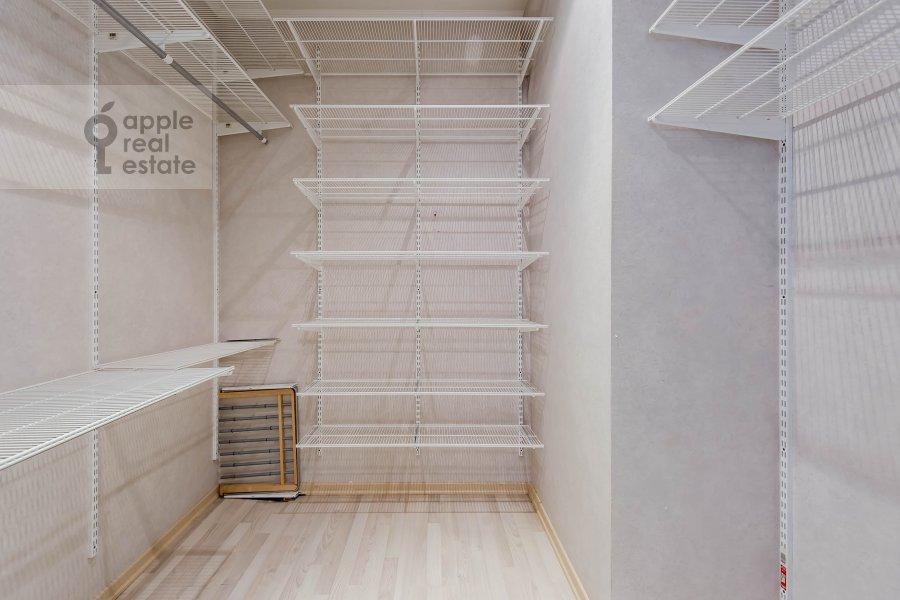Walk-in closet / Laundry room / Storage room of the 3-room apartment at prospekt Vernadskogo 92K1