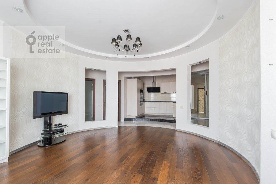 Living room of the 3-room apartment at prospekt Vernadskogo 92K1