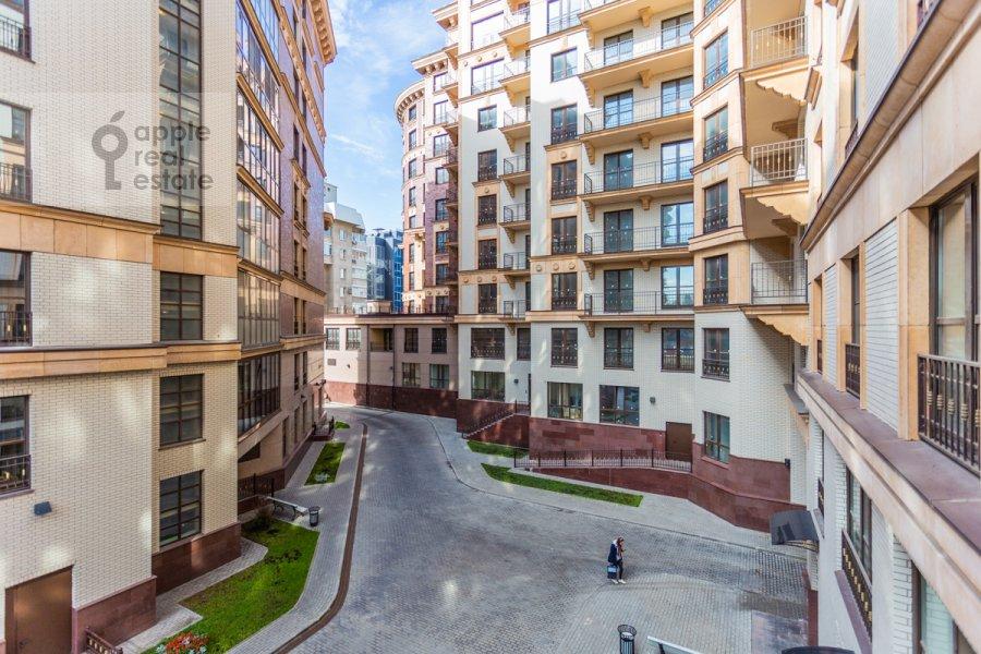 Вид из окна в 2-комнатной квартире по адресу Наставнический пер. 3