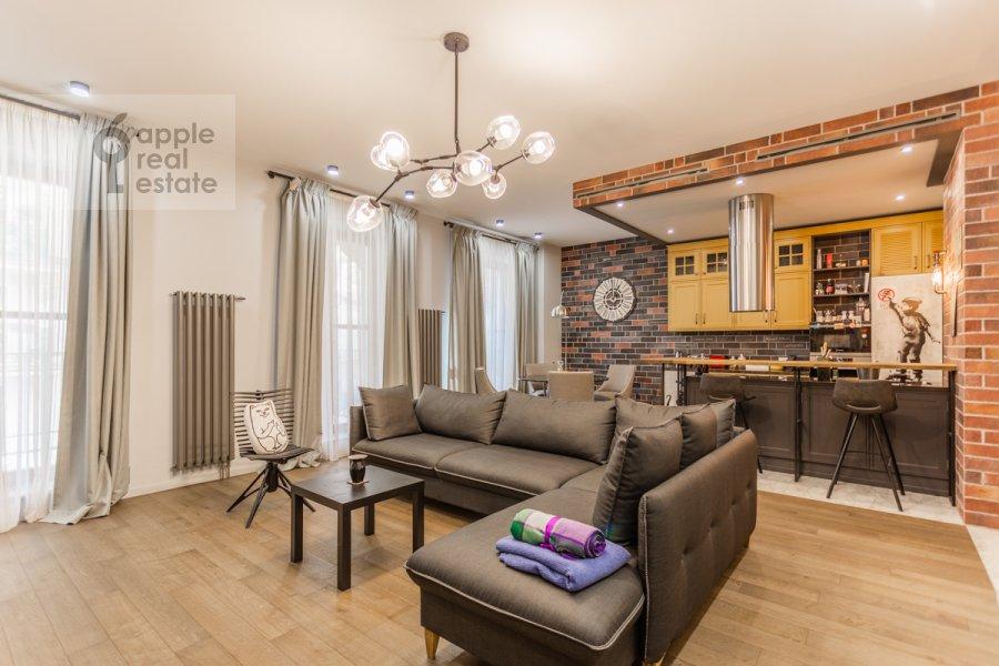 Гостиная в 2-комнатной квартире по адресу Наставнический пер. 3