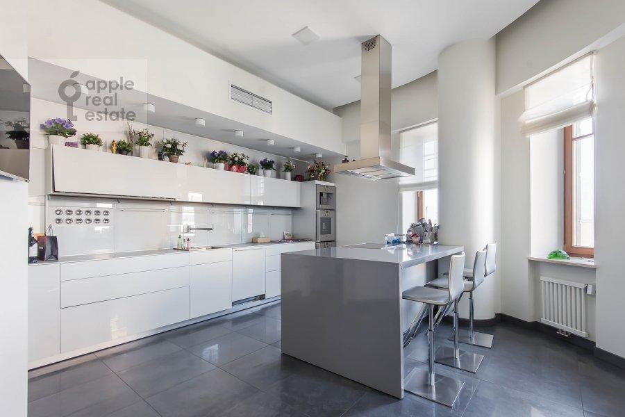 Кухня в 5-комнатной квартире по адресу 1-й Неопалимовский пер. 8