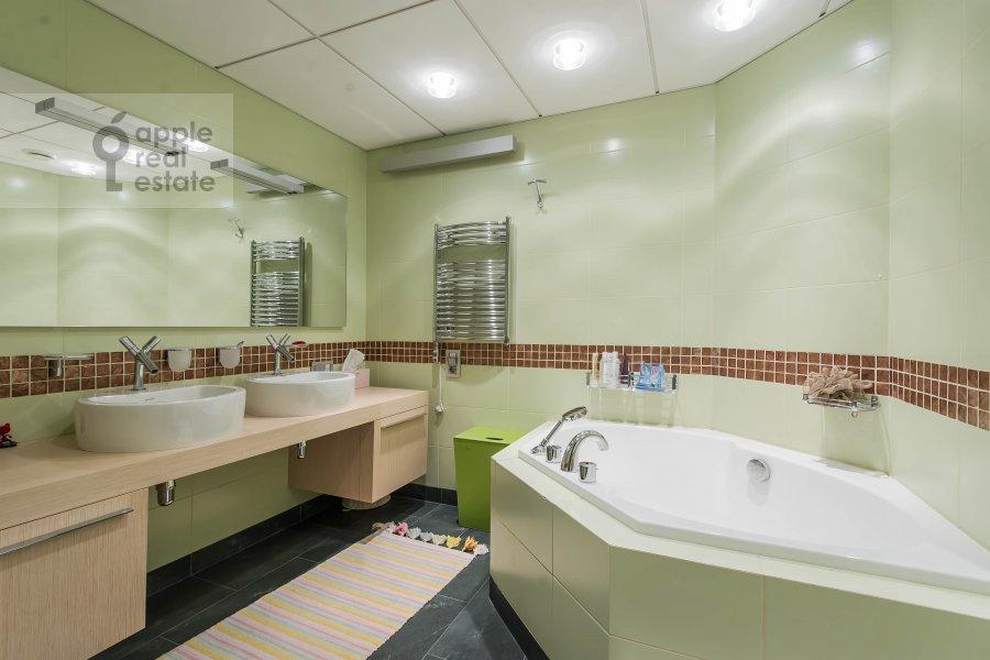 Санузел в 5-комнатной квартире по адресу 1-й Неопалимовский пер. 8