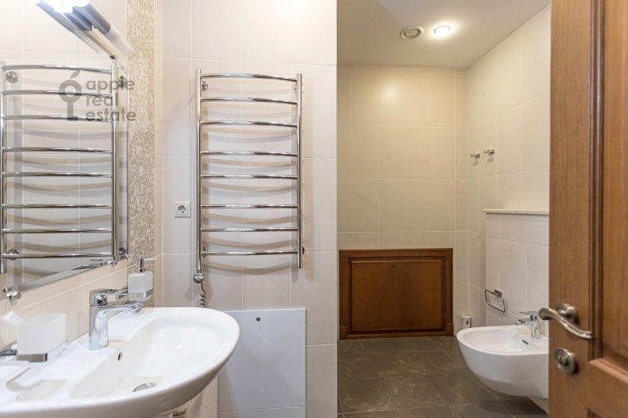 Санузел в 2-комнатной квартире по адресу Хамовнический Вал ул. 36