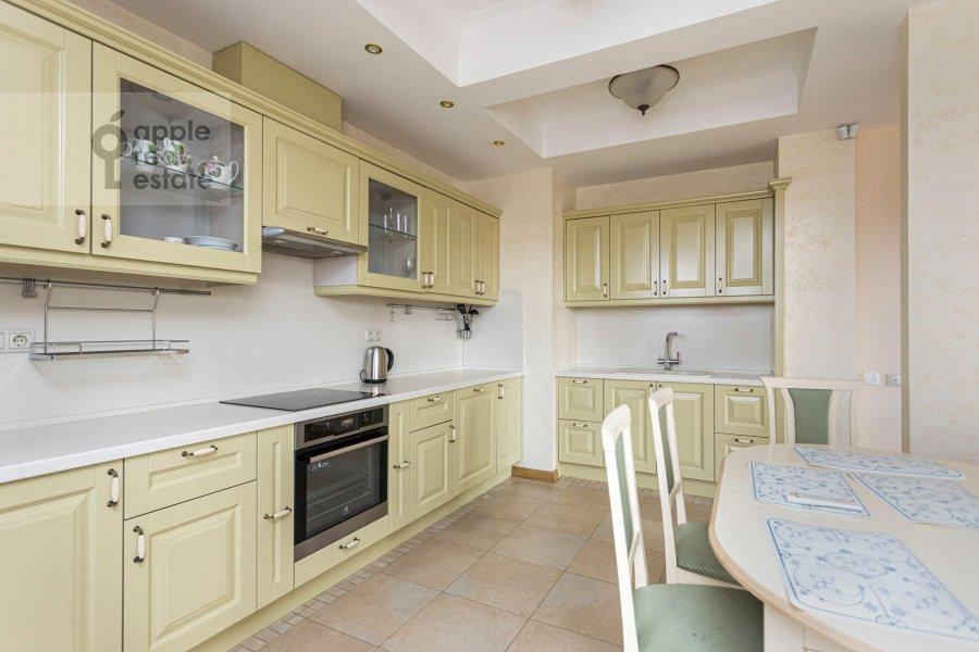 Кухня в 2-комнатной квартире по адресу Хамовнический Вал ул. 36