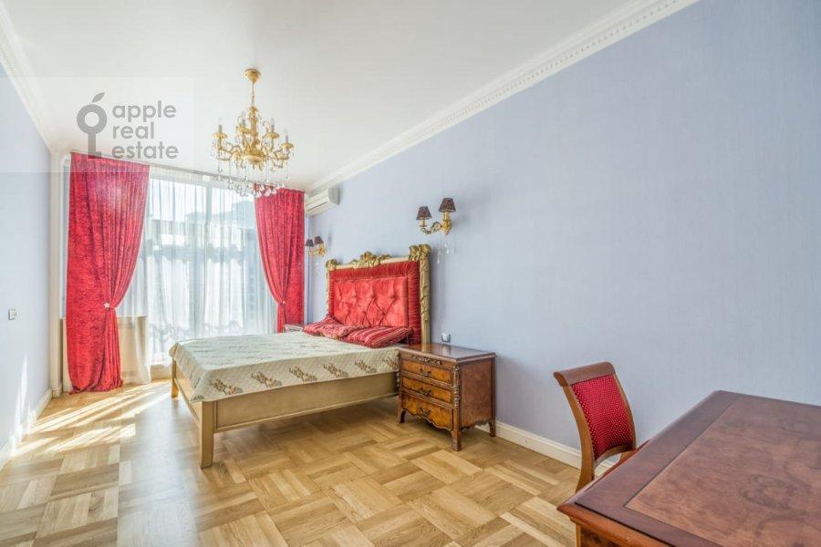 Bedroom of the 3-room apartment at Khodynskiy bul'var 11