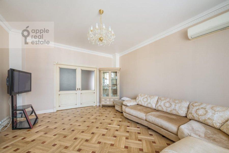 Living room of the 3-room apartment at Khodynskiy bul'var 11