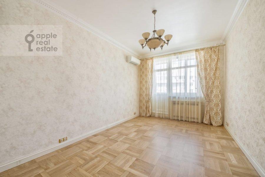 Children's room / Cabinet of the 3-room apartment at Khodynskiy bul'var 11