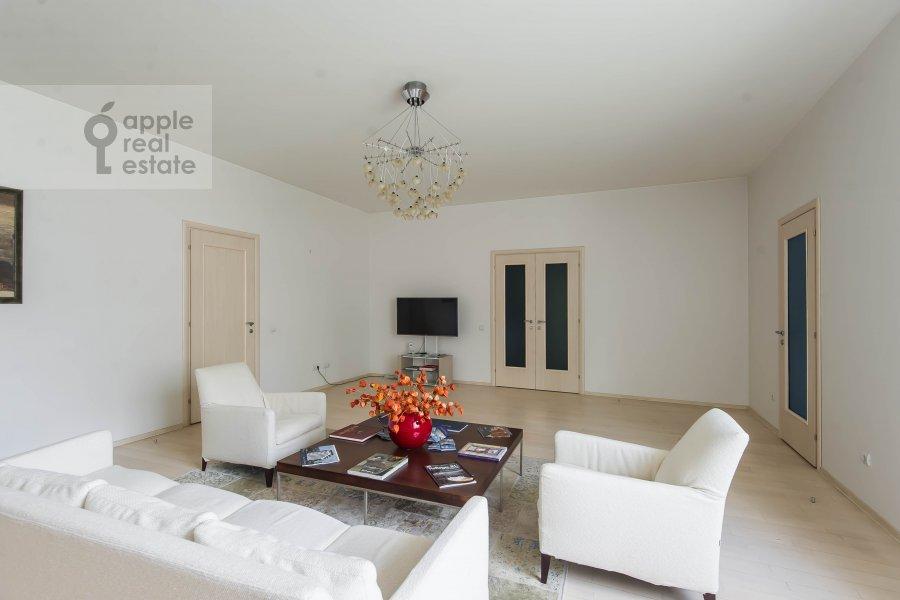 Living room of the 2-room apartment at Arkhitektora Vlasova 6