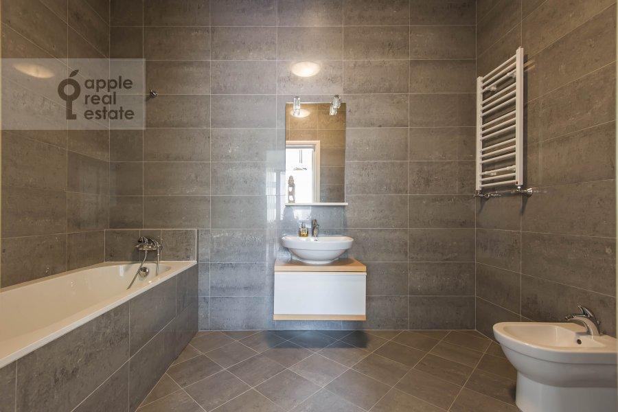 Bathroom of the 2-room apartment at Arkhitektora Vlasova 6